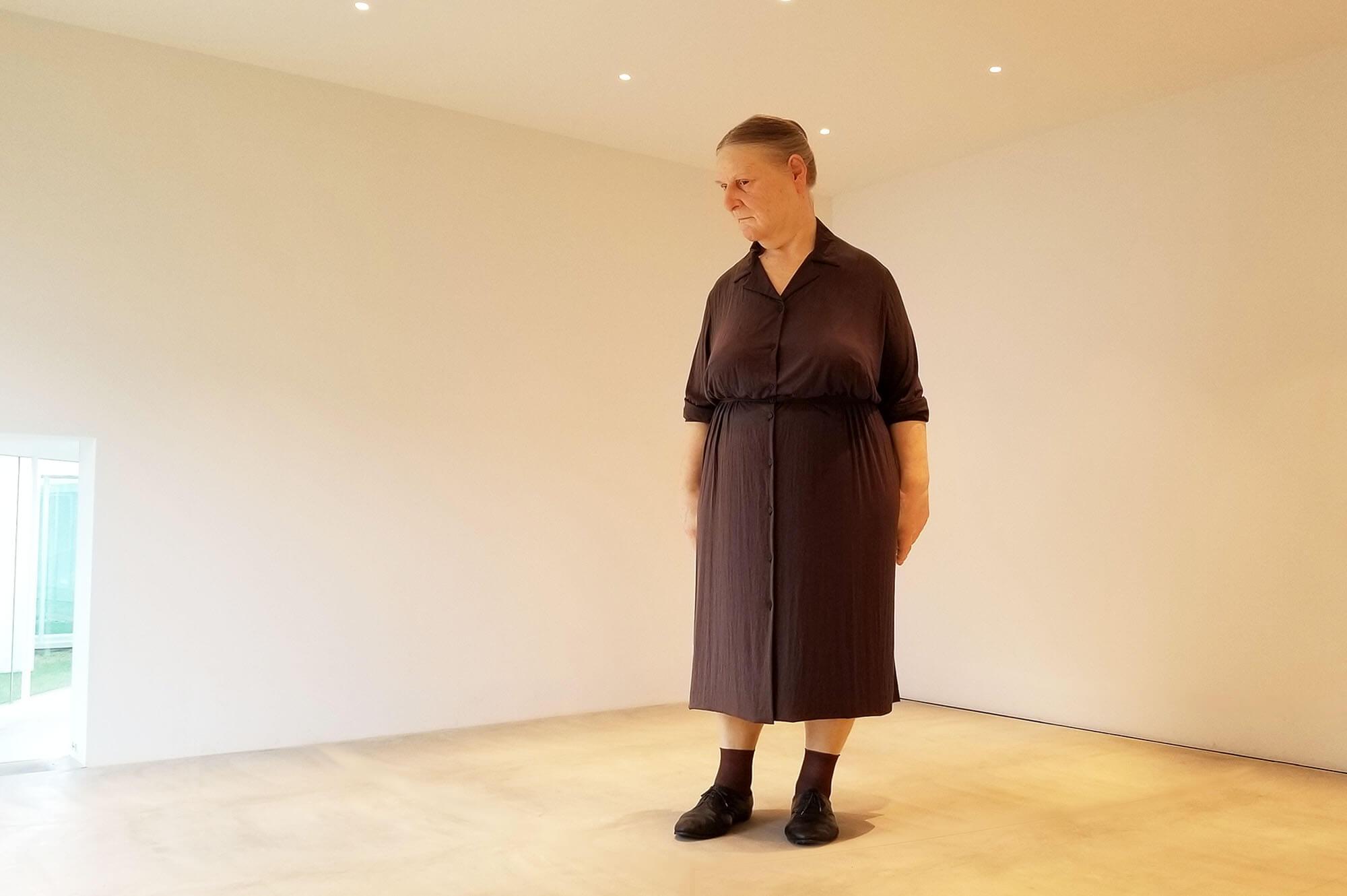 ロン・ミュエク Standing Woman 現代美術 Contemporary Art